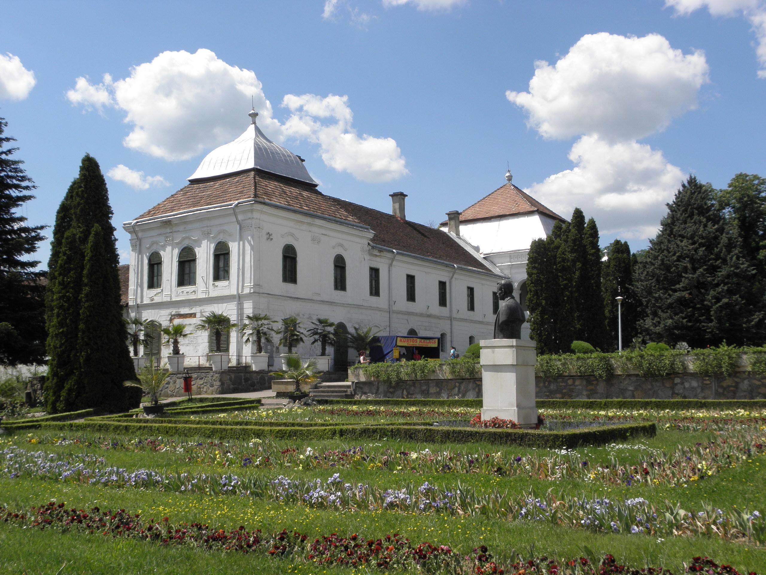 A Wesselényi kastély a botanikus kertben